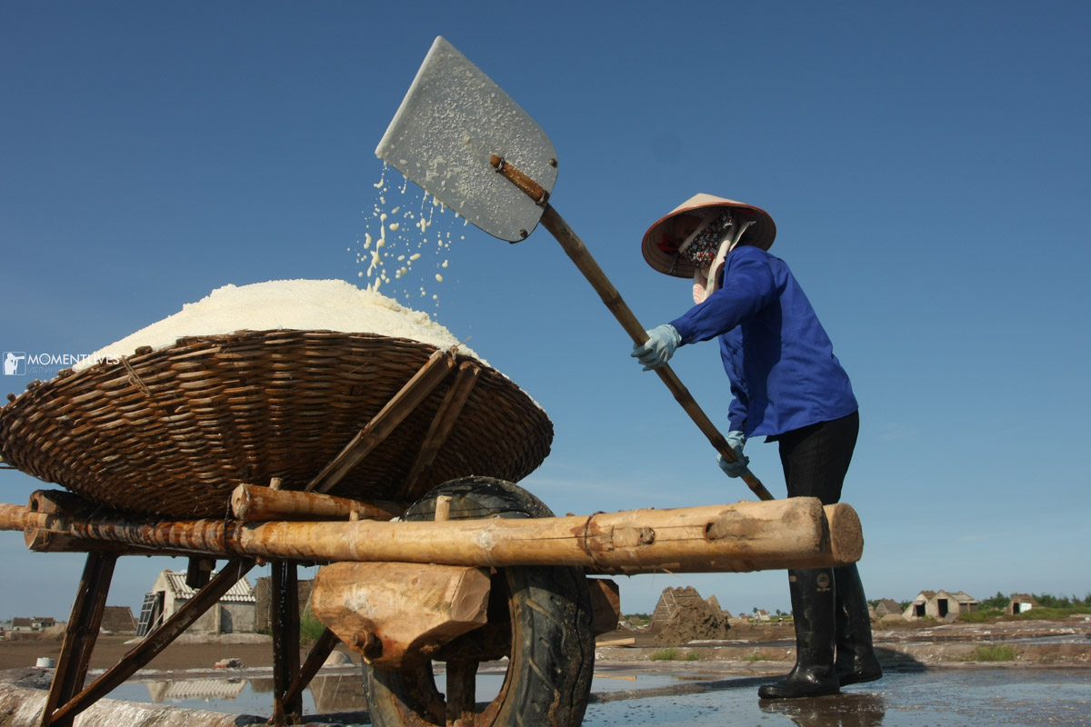 A lady making salt during our photo tour