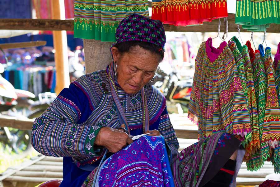 A lady making ethnic costume in Can Cau market
