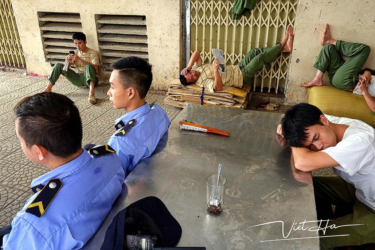Some men sleeping at noon, captured by Chu Viet Ha