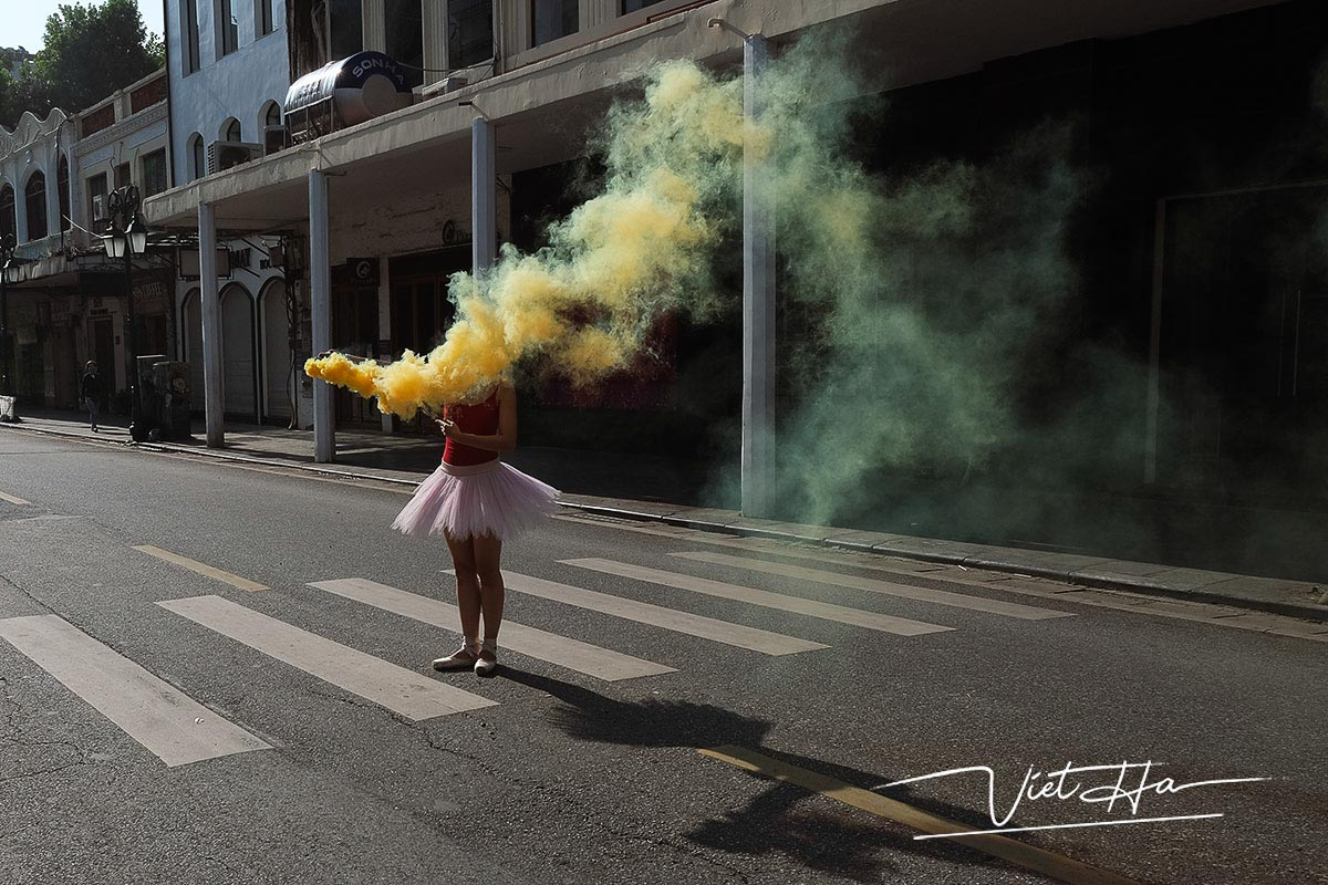 Smoke in the street of Hanoi, captured by Chu Viet Ha