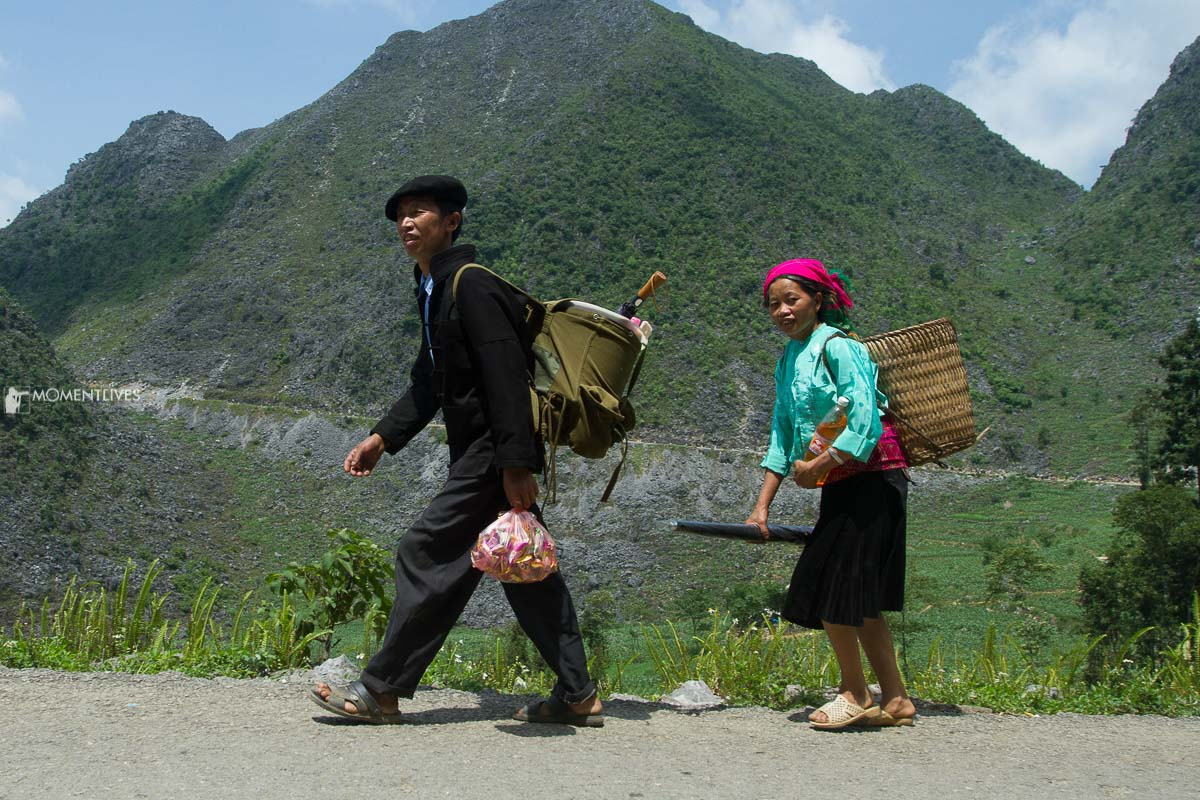 Couple going to Vinh Quang market, Hoang Su Phi
